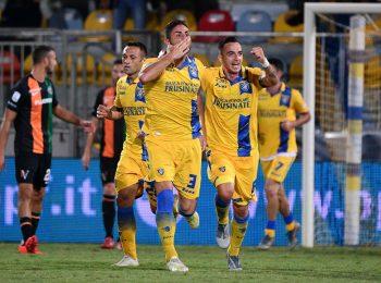 Soi kèo nhà cái Cosenza vs Frosinone ngày 22/2 hạng hai Italia