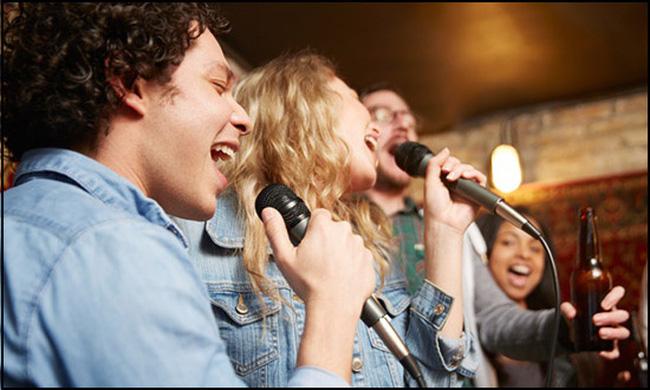Mơ thấy hát karaoke